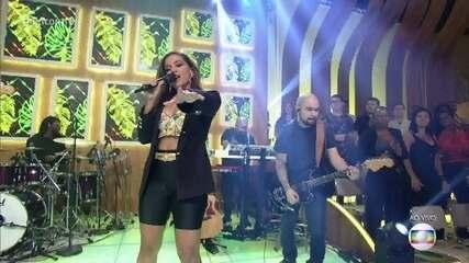 Anitta canta 'Banana'