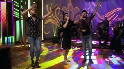 """Zé & Neto e Cristiano enceram o programa cantando """"Seu Polícia"""""""
