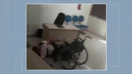 Vídeo mostra cadeirante armado atirando dentro de prefeitura