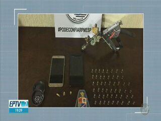 Mulher confundida com PM recebe ameaça de morte durante roubo de celular, em Sumaré