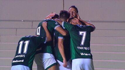 Gol do Goiás! Leandro Barcia pega rebote da trave e marca, aos 45' do 2º Tempo