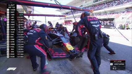 Verstappen vai para os boxes