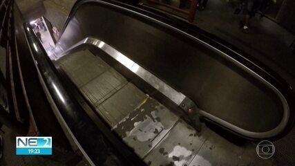 Estação Sufoco: escadas rolantes sem funcionar dificultam volta para casa pelo metrô