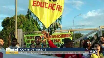 Estudantes bloqueiam portão da UFT em ato contra cortes na verba das universidades