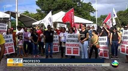 Bloqueio de verbas gera protestos na Universidade Federal de Sergipe