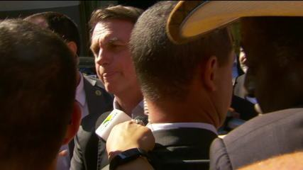 Presidente Bolsonaro comenta atos contra bloqueios na Educação em cidades brasileiras