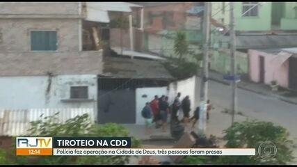 Polícia faz operação na Cidade de Deus e três pessoas são presas
