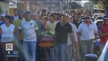Vítimas de homicídio são enterradas em Paracatu; delegada fala sobre crime