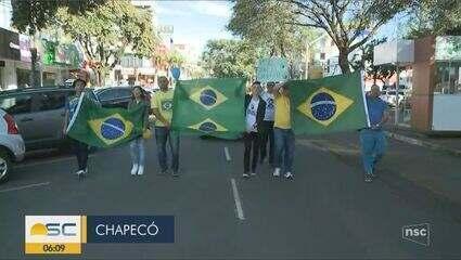 Manifestantes fazem atos pró-Bolsonaro em cidades de SC