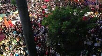 Manifestantes fazem ato em defesa da educação em Belo Horizonte