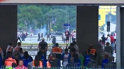 Integrantes de organizada do São Paulo brigam no Pacaembu