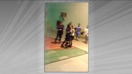 Após expulsar jogador, árbitra é agredida com socos em partida de futsal