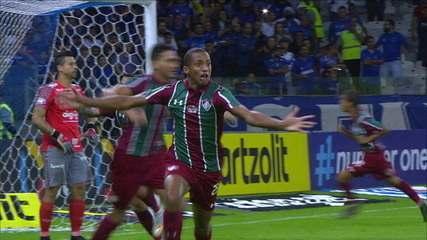 Gol do Fluminense! João Pedro recebe de Daniel na área e empata de bicicleta aos 51 do 2º tempo