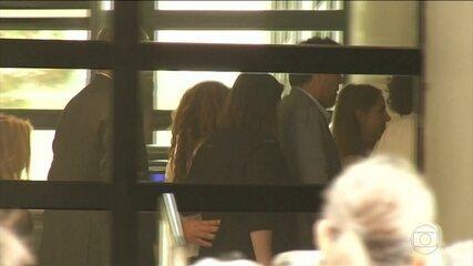 Acusada de sonegação fiscal, Shakira presta esclarecimentos a tribunal