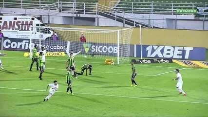 Golaço! Thiago Ribeiro cobra escanteio, e Claudinho pega de primeira pelo Bragantino