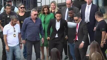 Neymar chega a delegacia de SP para depor sobre suposto estupro
