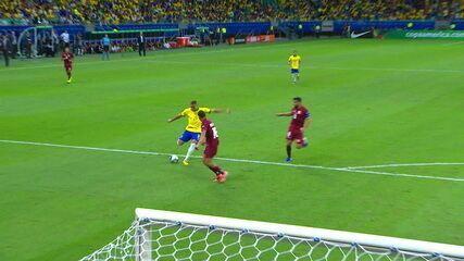 Richarlison bate e Fariñez espalma em jogo contra o Brasil
