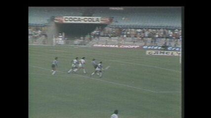 Também em 1986, Helinho fez um golaço relâmpago contra o Vasco, e o Botafogo venceu por 2 a 0