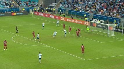 Acuña rola para a chegada de Messi, mas camisa 10 isola a bola, aos 27' do 2º Tempo