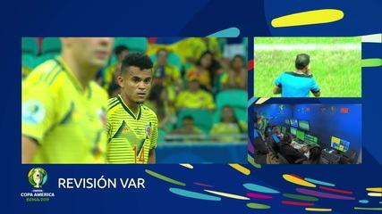 Com o auxílio do VAR, árbitro anula gol da Colômbia, aos 23' do 2º tempo