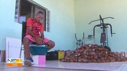 Comerciante vende cocadas para ajudar a comprar máquinas de costura para o HCP, no Recife