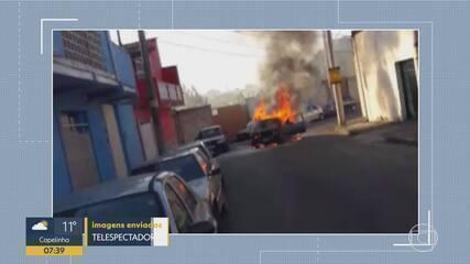 Carro fica destruído após pegar fogo em Belo Horizonte