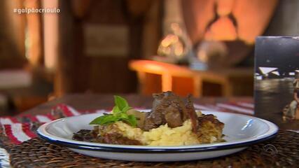 Yangos prepara Polenta com Codorna ao Molho Funghi no quadro Cozinha de Galpão