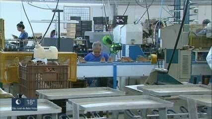 Brasileiro tem comprado menos sapatos; desemprego no setor calçadista aumenta