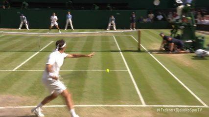 Federer faz bate pronto em Djokovic e leva torcida à loucura