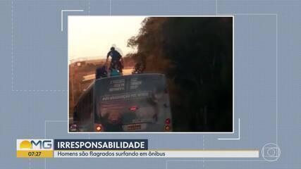 Homens 'surfam' em ônibus na Rodovia Fernão Dias, na Grande BH
