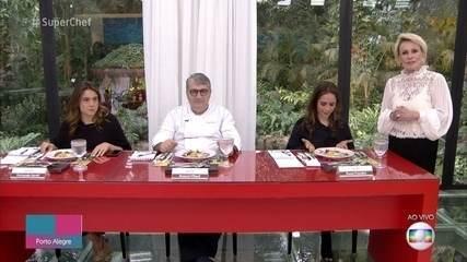 Nando Rodrigues serve seu prato principal