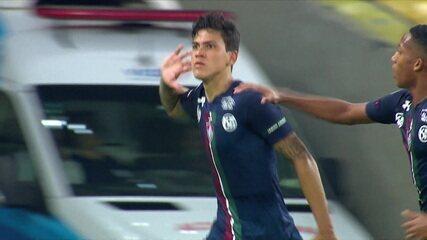 Gol do Fluminense! Nino desvia e Pedro manda para as redes aos 40 do 1º tempo