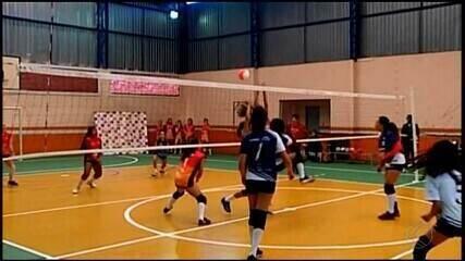 Copa feminina de vôlei reúne estudantes de quatro cidades em Araxá
