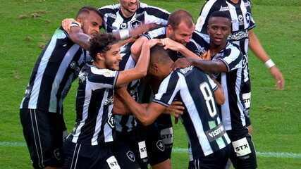 Gol do Botafogo! Diego Souza solta bomba na cobrança de falta, e empata o jogo, 21' do 2º tempo