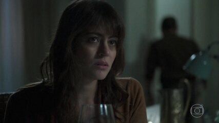Helena conta a Elias sobre sua conversa com Missade