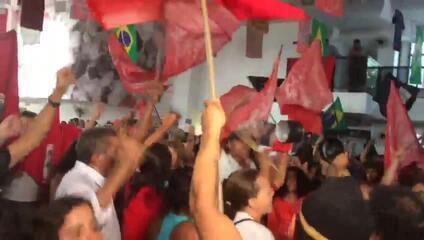 Voto do ministro Gilmar Mendes é comemorado por apoiadores do ex-presidente Lula