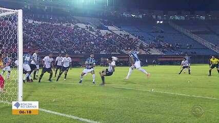 Deixando a vantagem de lado, Grêmio goleia o Libertad e avança na Libertadores
