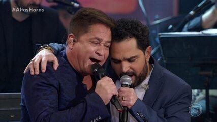 "Amigos cantam ""Temporal de Amor"""