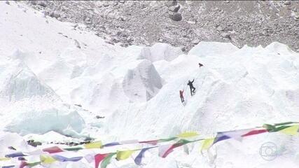 Governo do Nepal anuncia novas regras para quem quiser escalar o Everest