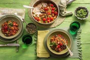 Arroz com frango, pimentão e tomate