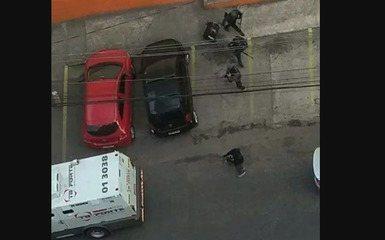 Tiroteio em roubo a 2 carros-fortes deixa moradores e comerciantes assustados em Osasco