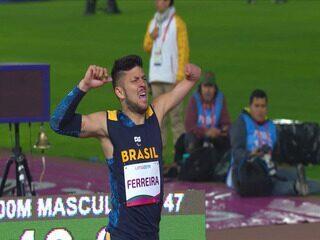 Petrúcio Ferreira puxa dobradinha brasileira nos 400m rasos T47