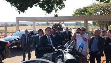 Bolsonaro questiona interesse de Macron em ajudar no esforço contra queimadas na Amazônia