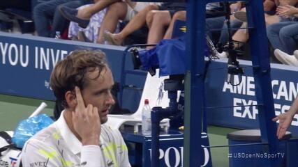 Show de falta de respeito! Medvedev causa confusão e provoca torcida no US Open