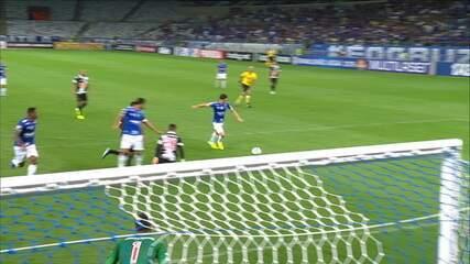 Gol do Cruzeiro! Maurício aproveita cochilo da defesa do Vasco e marca, aos 34' do 2ºT