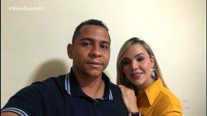 Walter e esposa tranquilizam fãs após acidente de carro