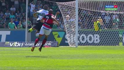 Central do Apito: Sálvio Spinola vê erro do árbitro em pênalti não marcado para o Coritiba