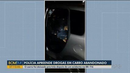 Carro é abandonado com tabletes de maconha