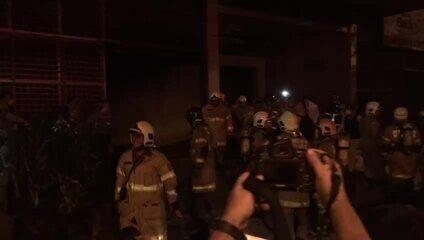 Paciente é retirado do hospital Badim sob aplausos após incêndio