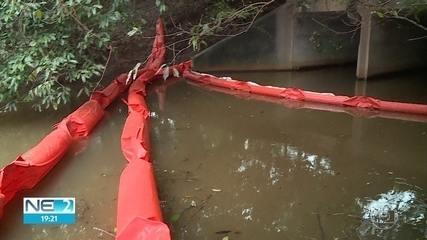CPRH multa refinaria por vazamento em Suape e apura poluição em praias